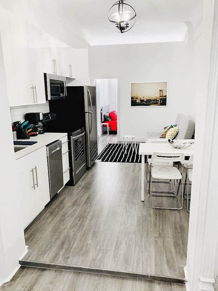 Gorgeous, Newly renovated 2 Bedroom apartment