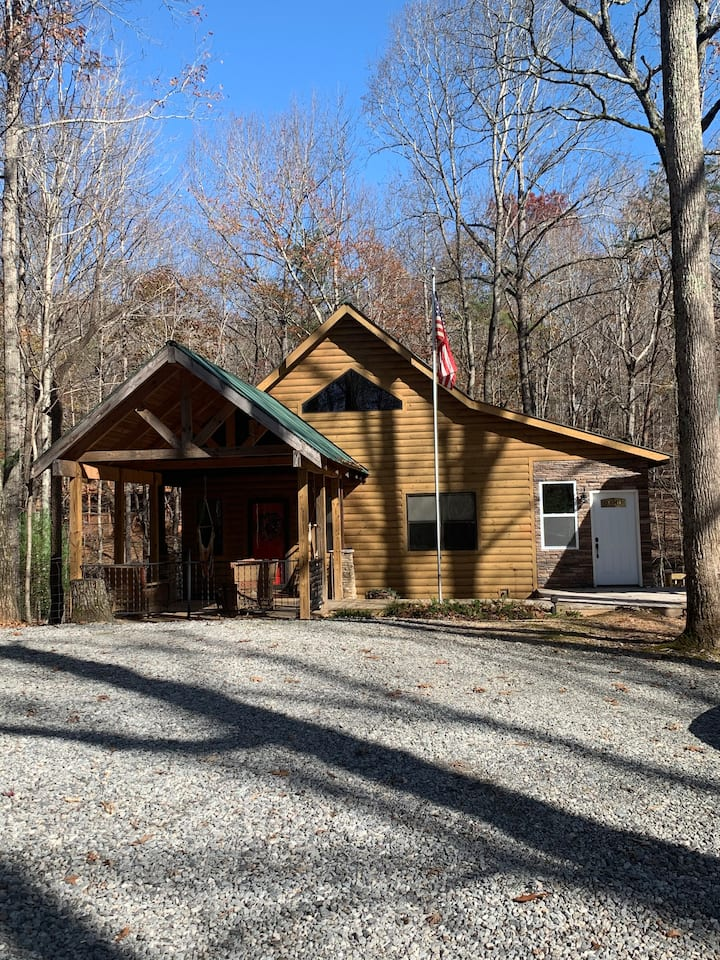 The Just for Two Cabin! Cozy getaway!