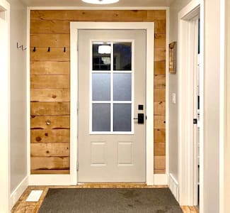 Wide entryway with no steps required.