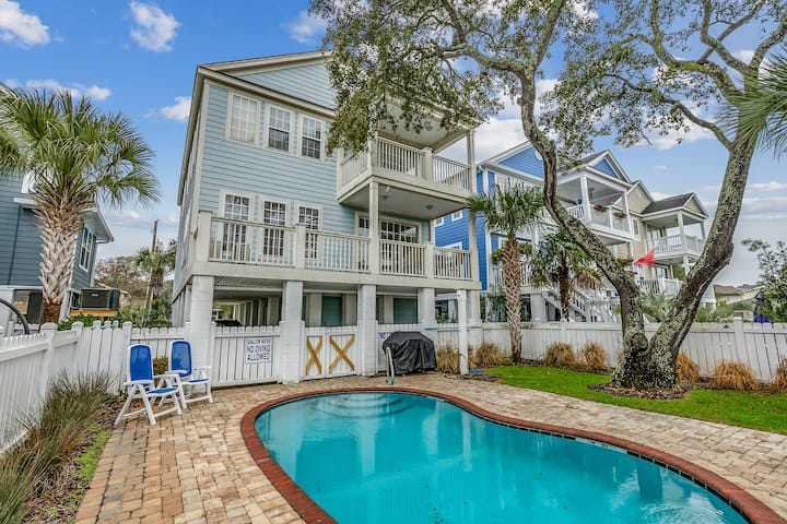 6 BR Home with Heated Pool-Only Steps to the Beach