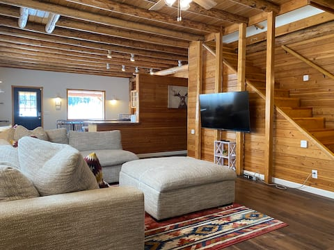 Cozy & Private Remodeled Cabin on 20 Acre Meadow
