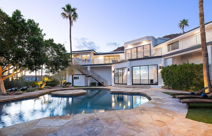 *NEW* Camelback Mountain Mansion – '90s Themed!
