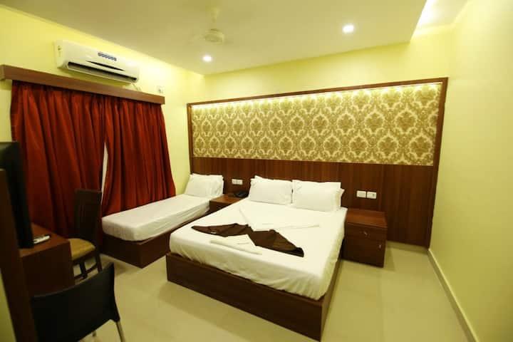 Budget stay near Siruseri IT Park, Hindustan, VIT