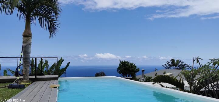 "Villa ""Grenadine"" piscine, entre nature et Océan"