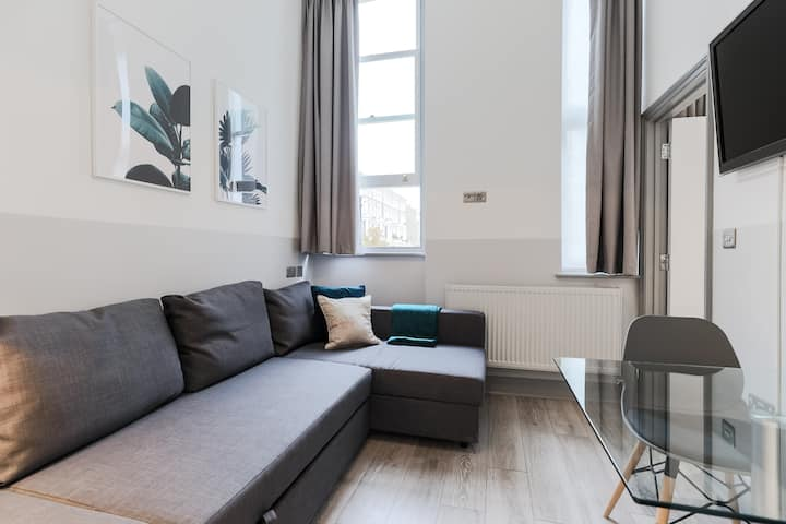Stylish 1 bedroom flat  in Kensington (2NH)