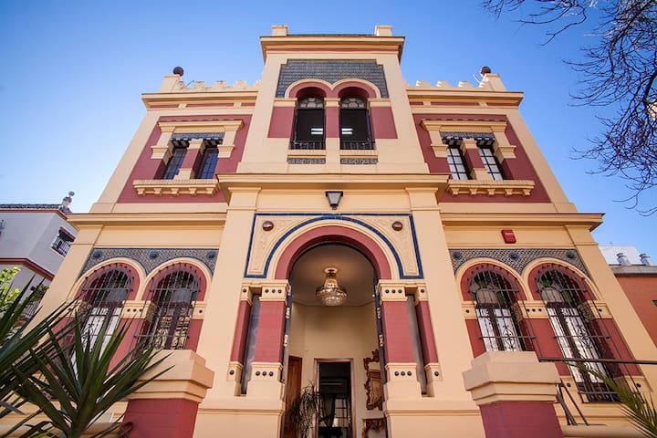 Porvenir Palace,7Bdr House with Garden&pool Parkin