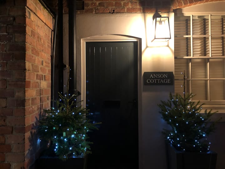 New 5* Burton Central Townhouse   Monthly Discount