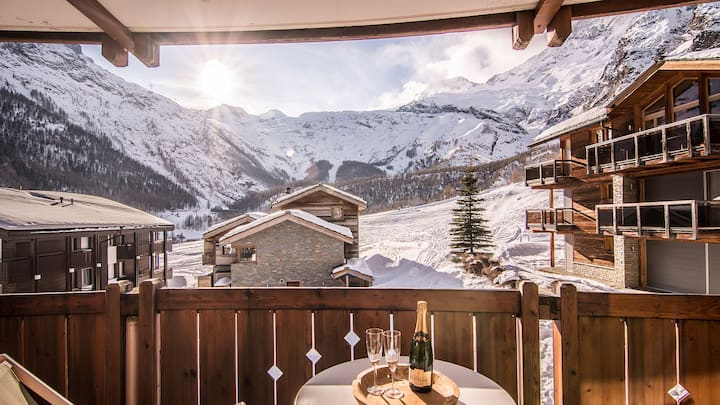 Cosy Two Bedroom Ski-in/out Apartment with Views