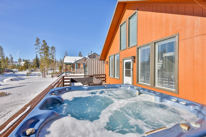 Alpine Cabin-Hot Tub, Steam Shower & Nearby Skiing