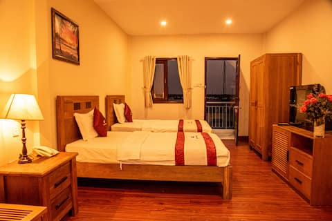 SongTien Annex Hotel,Twin beds river-view balcony