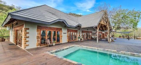 Ikhwezi Game Lodge - Rhino Luxury Chalet