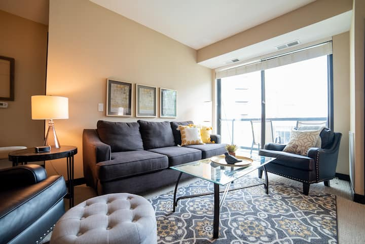 Live in the heart of Southdale/Galleria in Edina!
