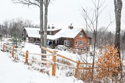 Dog Friendly Mountain Cabin - Close to Everything!