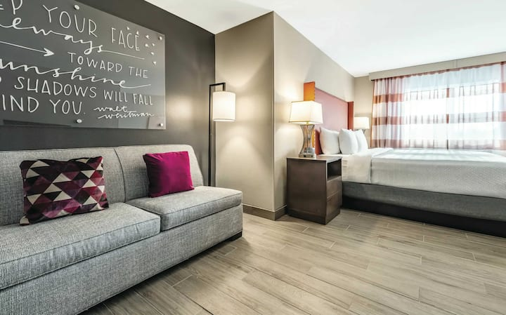 5.5 Million Renovated Federal Way Hotel-King#3