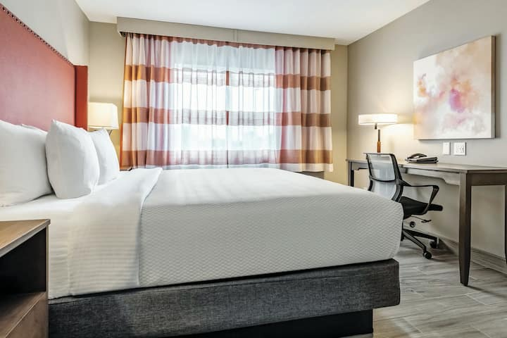 $5.5 Million Renovated Federal Way Hotel-King#1