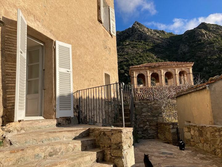 Maison ancienne dans le village de Lama T3/4 pers