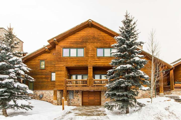 Walk to the lift - Ski cabin for 8 - 2bd/2.5ba