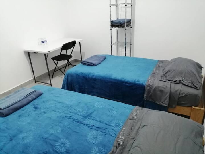 Nueva, céntrica, 2 camas individuales.