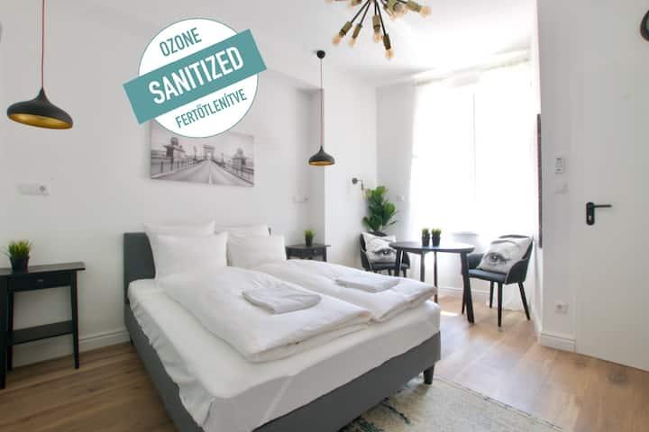 Premium Apartment by Hi5 - Prime Location (125)