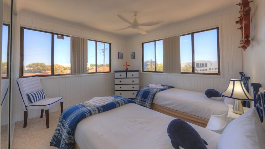 Twin Room with Air Conditioning + Fan