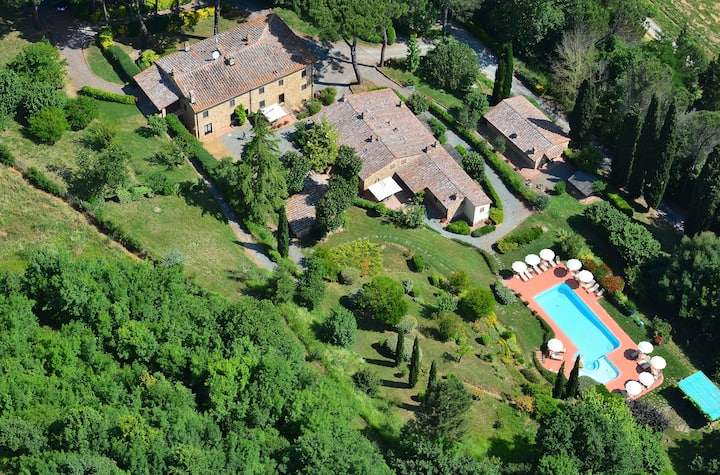 Rural Tuscany | Child-friendly resort with pool