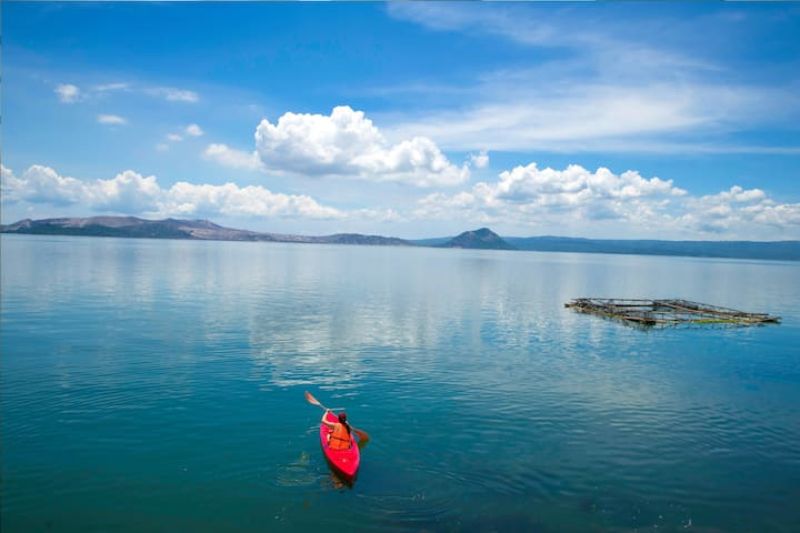 Beautiful Lake house Taal lake