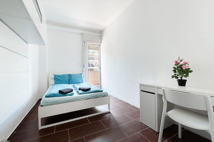 Warm and Nice Double Bedroom with Private Balcony