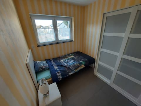 Cosy private bedroom with a new single bed