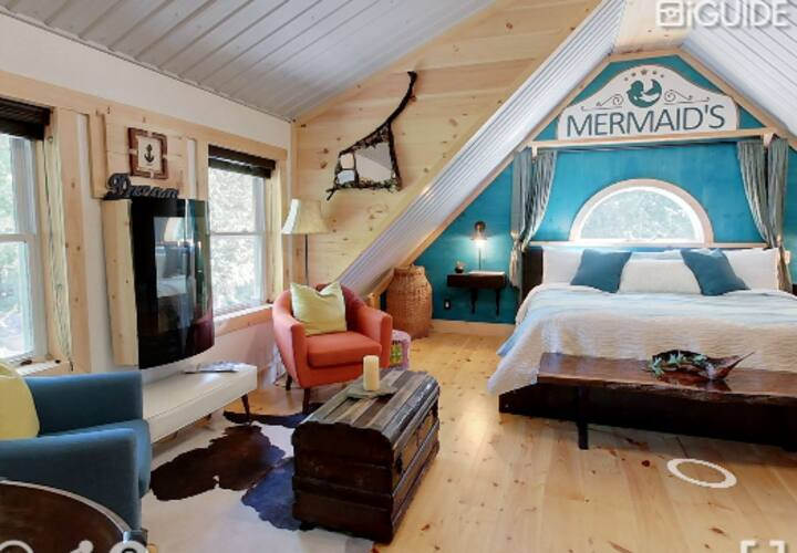 Mermaid Inn - King Loft with Private Entrance