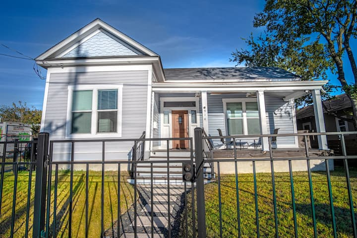 Prosperity Place Remodeled 3BR/2BA near Downtown