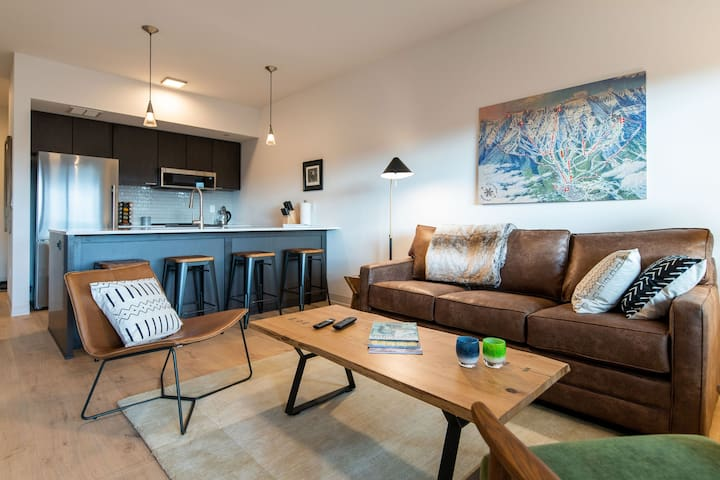 Live like a local in walkable downtown condo.