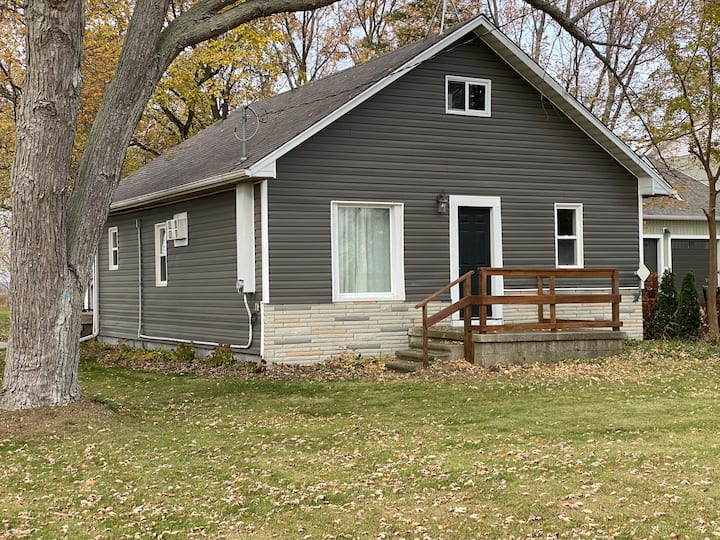 In the Heart of the County - Spacious Yard & Cozy!