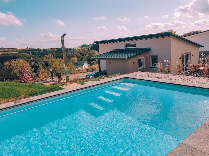 Neues exklusives Ferienhaus mit Pool und Sauna