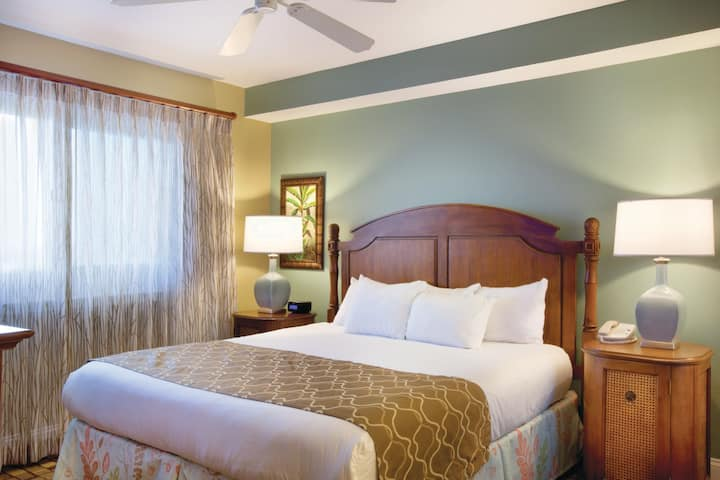 PANAMA CITY BEACH RESORT ✦ STUDIO SUITE ✦ Accommodates up to 2 Guests ✦ Pool ✦ Tiki Bar ✦ Beach ✦ BBQ