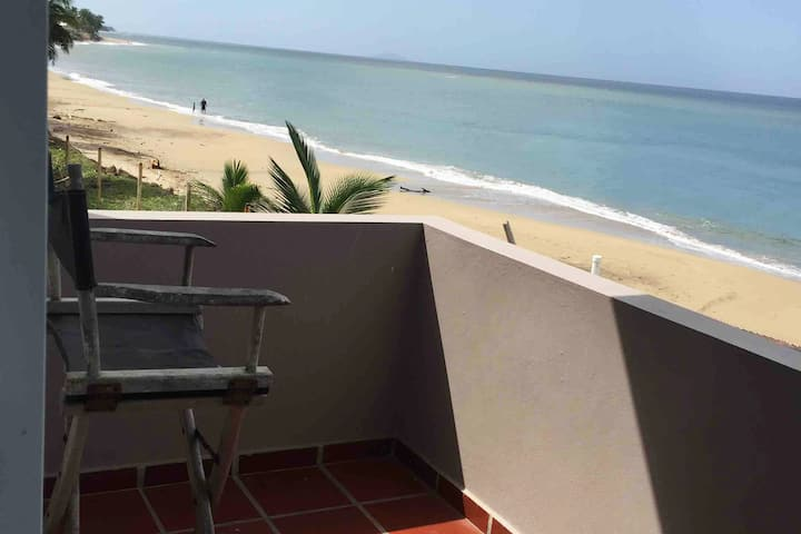 Tropical Beach Bungalow-OPEN POOL, OCEAN FRONT!