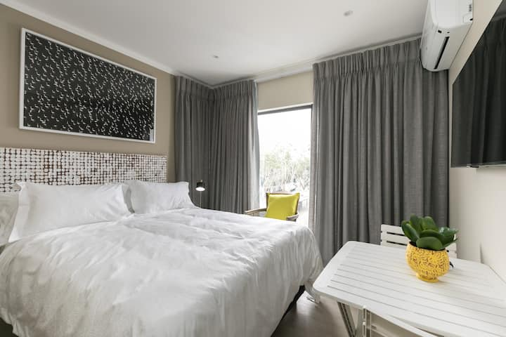 Business traveler LuxRoom 20Mb WiFi 2km 2 gautrain