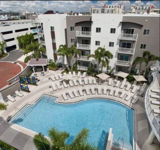 Quiet luxury stay in Downtown Tampa