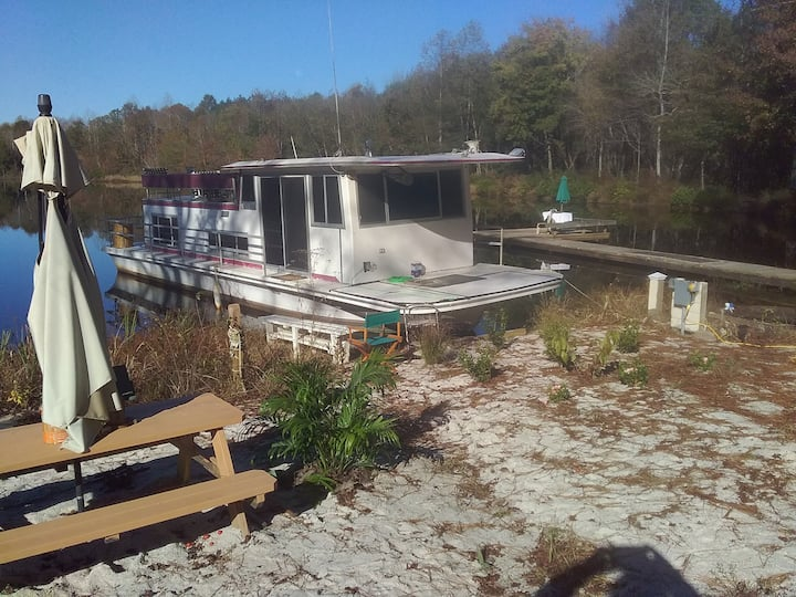 Lake Camping Houseboat Tiny off Grid Cabin RVs ok