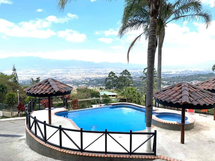 Private City View Jacuzzi! 4 Rooms, Escazu