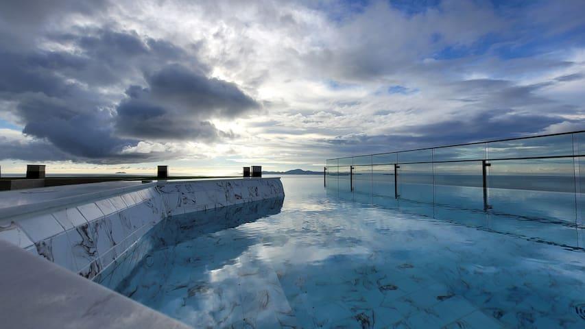 270度无敌海景,靠近网红餐厅,游泳池 健身房一应俱全l,andromeda两卧,安静舒适 F5琳