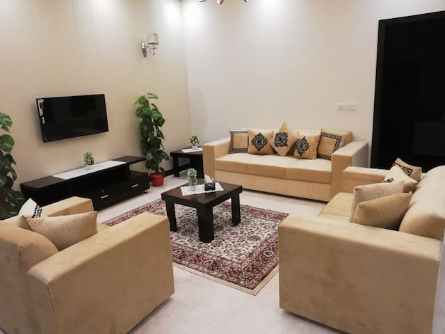 4 Bedroom House - Model Town Ext. / Faisal Town