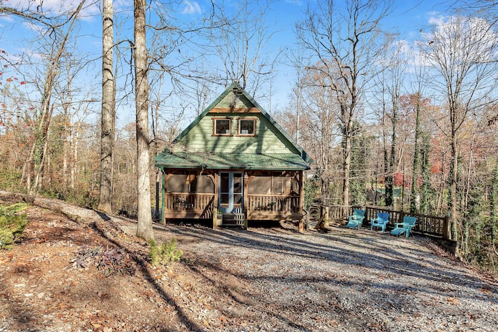 3BR Peaceful Log Cabin ★ Lake Lanier Access!