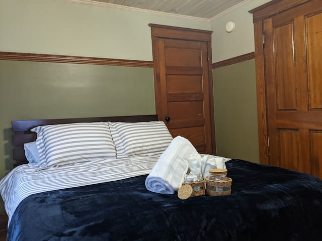 This bedroom is at the back of the house. Another queen bed here, it's medium-plush for those that like to sleep on their sides or just enjoy a plush mattress.