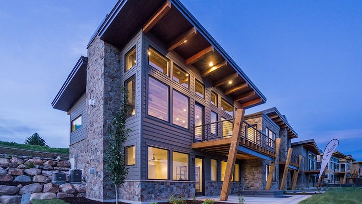 NEW Premier luxury ski home at Wolf Creek Resort