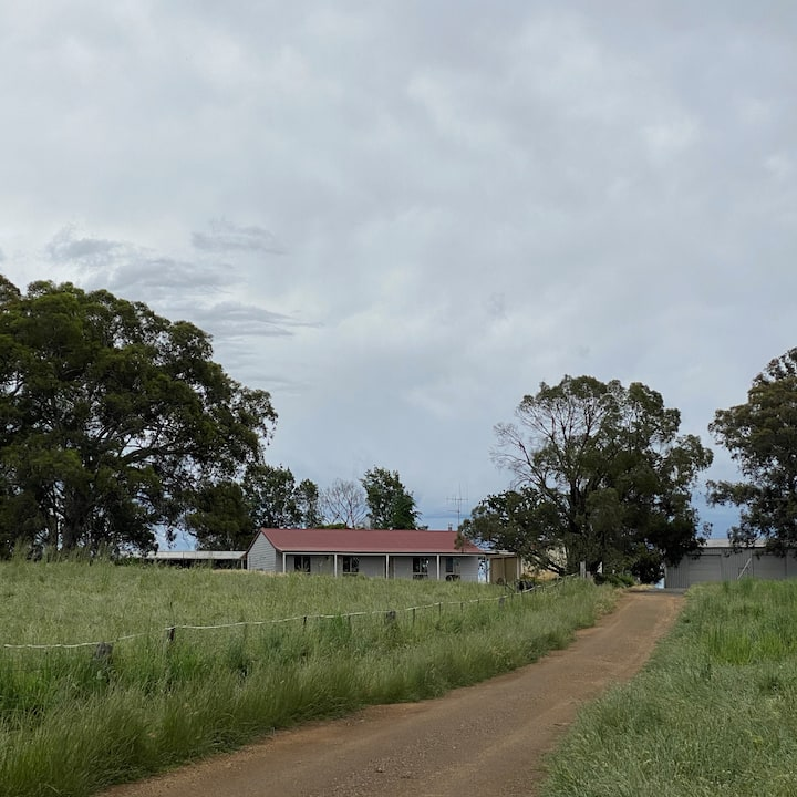 Cooinda Cottage | Farm Stay in Borenore Country
