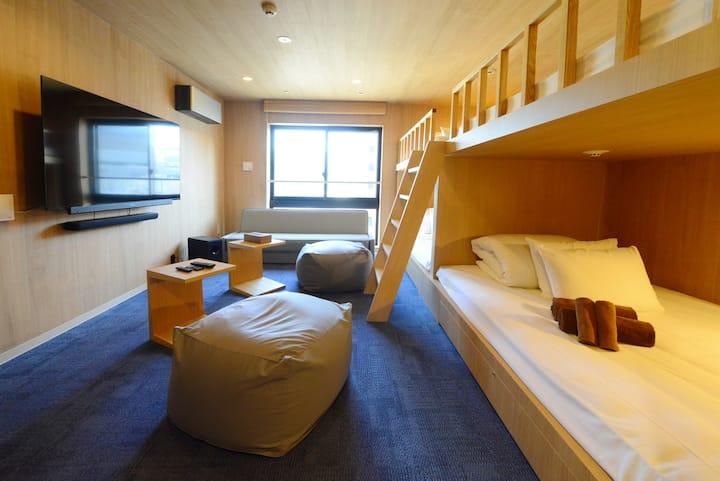 <ボンズホテル東京3F>友人や家族と非日常を楽しむプライベートシアターホテル。スカイツリーが目の前。