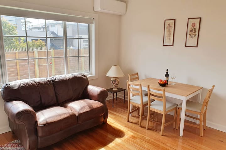 Charming and cosy 2-BR Unit in Melbourne Bayside