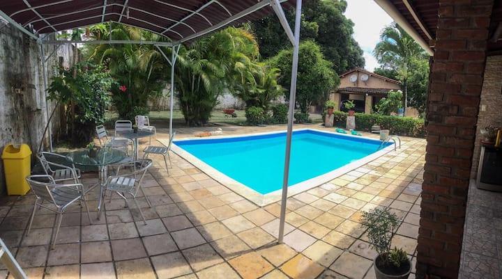Casa com piscina e área gourmet completa em Aldeia
