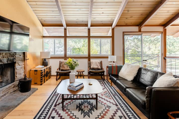NEW! Wooded Bliss @ Maple- Mid Century Mod Cabin