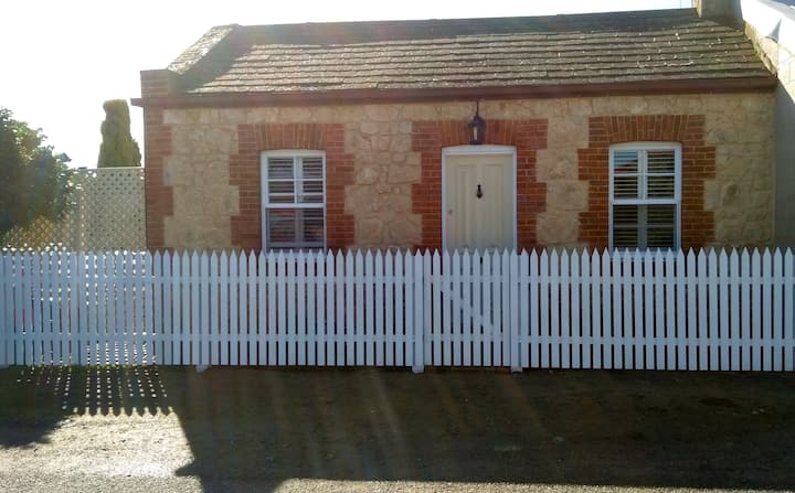 Quaint Heritage Cottage